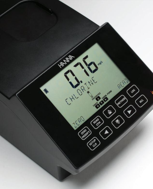 Multiparametrový spektrofotometr s velkým displejem