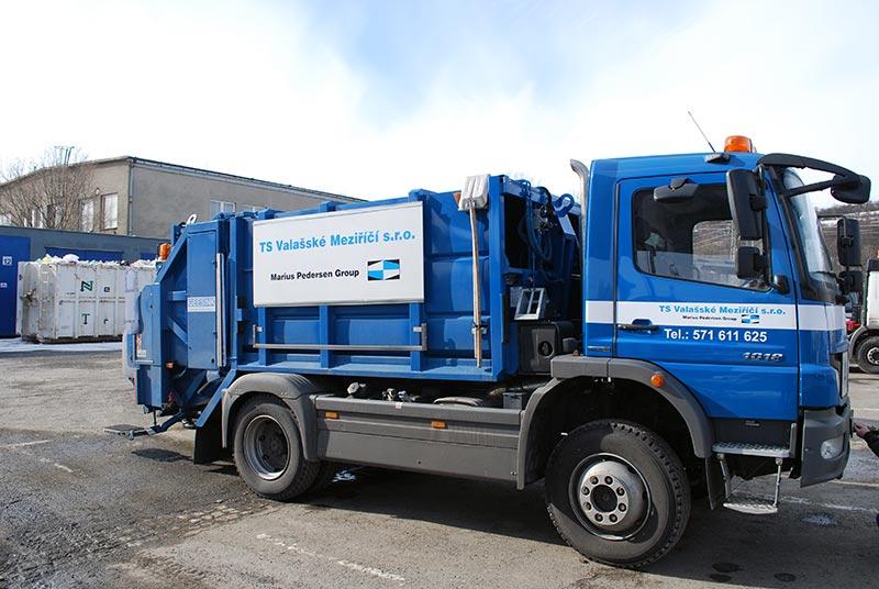 Nástavby vozů pro svoz komunálního a technického odpadu.