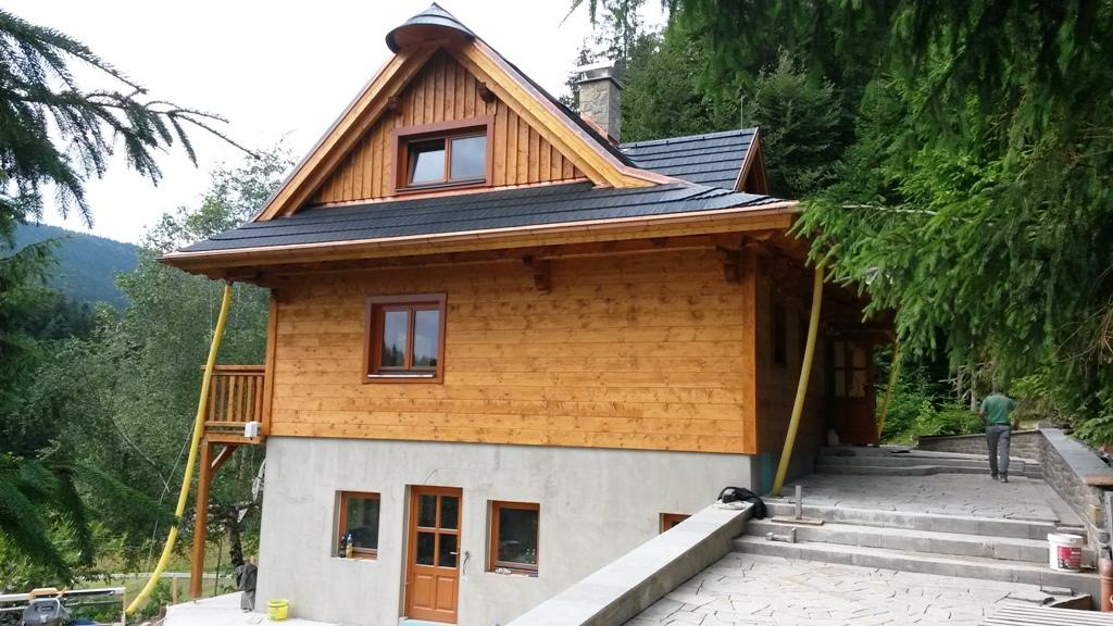 Představujeme vám roubenku Lopušánky - stavíme nízkoenergetické dřevěné domy na klíč