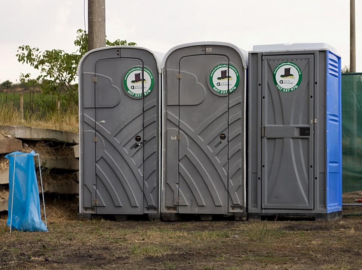 Pronájem a servis mobilních toalet. Mobilní toalety potřebné na kulturních a společenských akcích