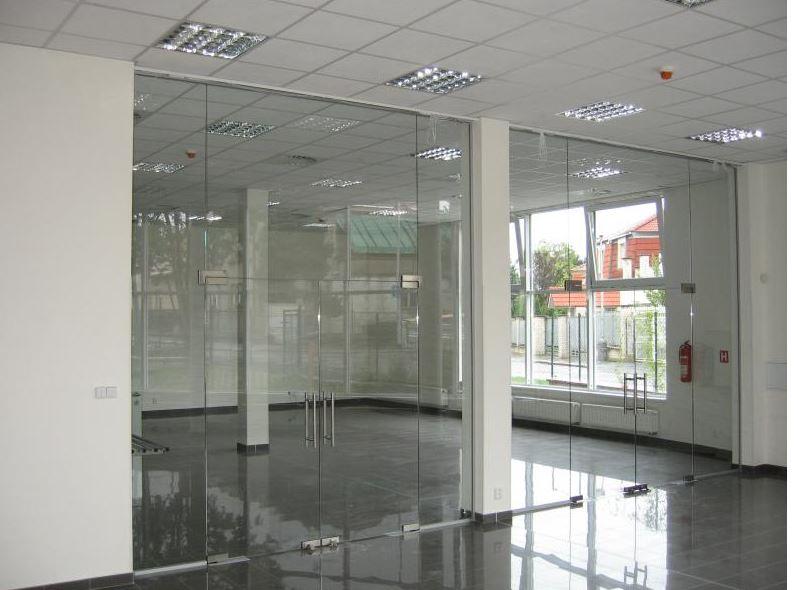 Dveře skleněné interierové i exterierové kyvné  Praha