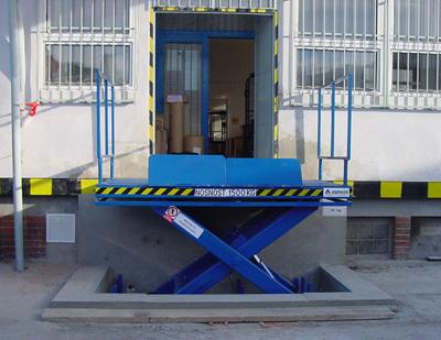 Výroba a prodej nákladních zvedacích plošin Praha