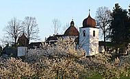 Obec Kraselov, Kostel sv. Vavřince a Kostel sv. Anny, tvrz