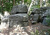 Obec Kraselov, mystické skály vyvěrající energii Boží kameny