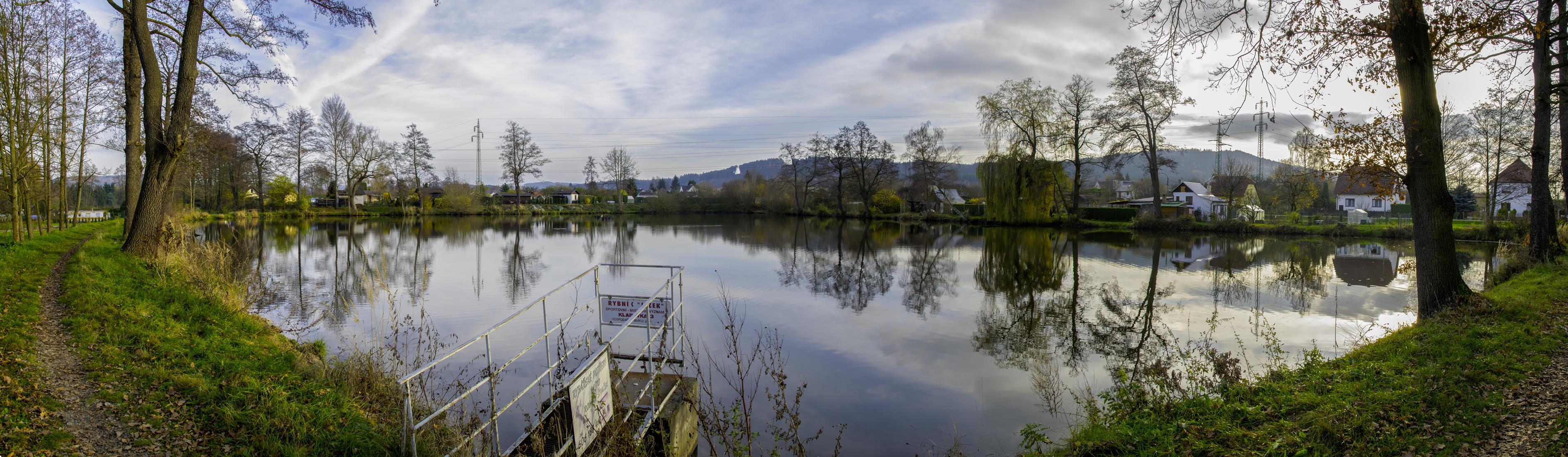 Obec Kamenný Újezd na Rokycansku, vesnice s bohatou tradicí, kulturním i sportovním životem