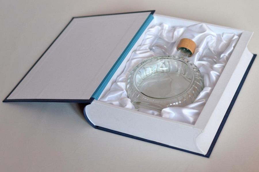 Knihařské práce, knihy či diplomové práce a luxusní krabice jako dárkové balení