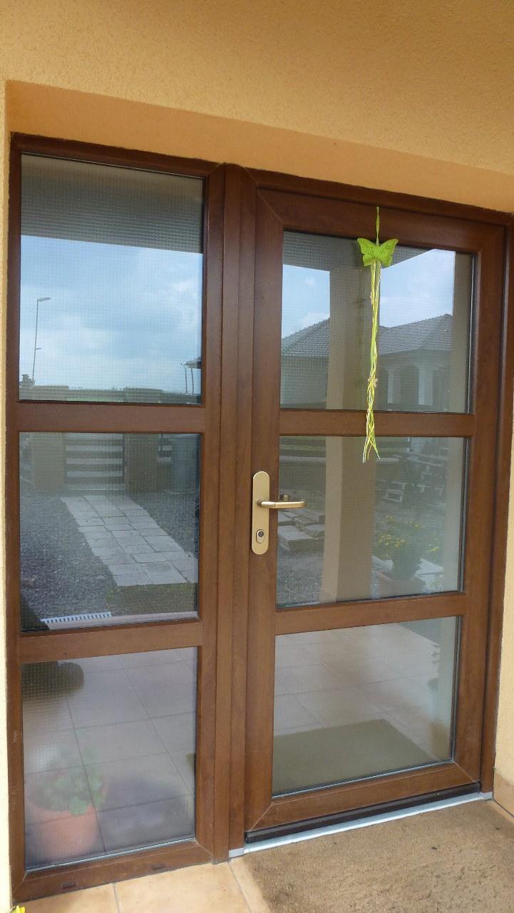 Vchodové plastové dveře v různém stylu, posuvné dveře včetně zaměření, výroby a montáže