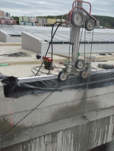 Řezání lanovou pilou silných stěn, základů
