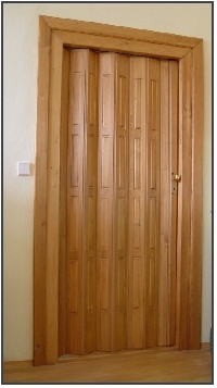 Dřevěné, koženkové shrnovací dveře Přeštice