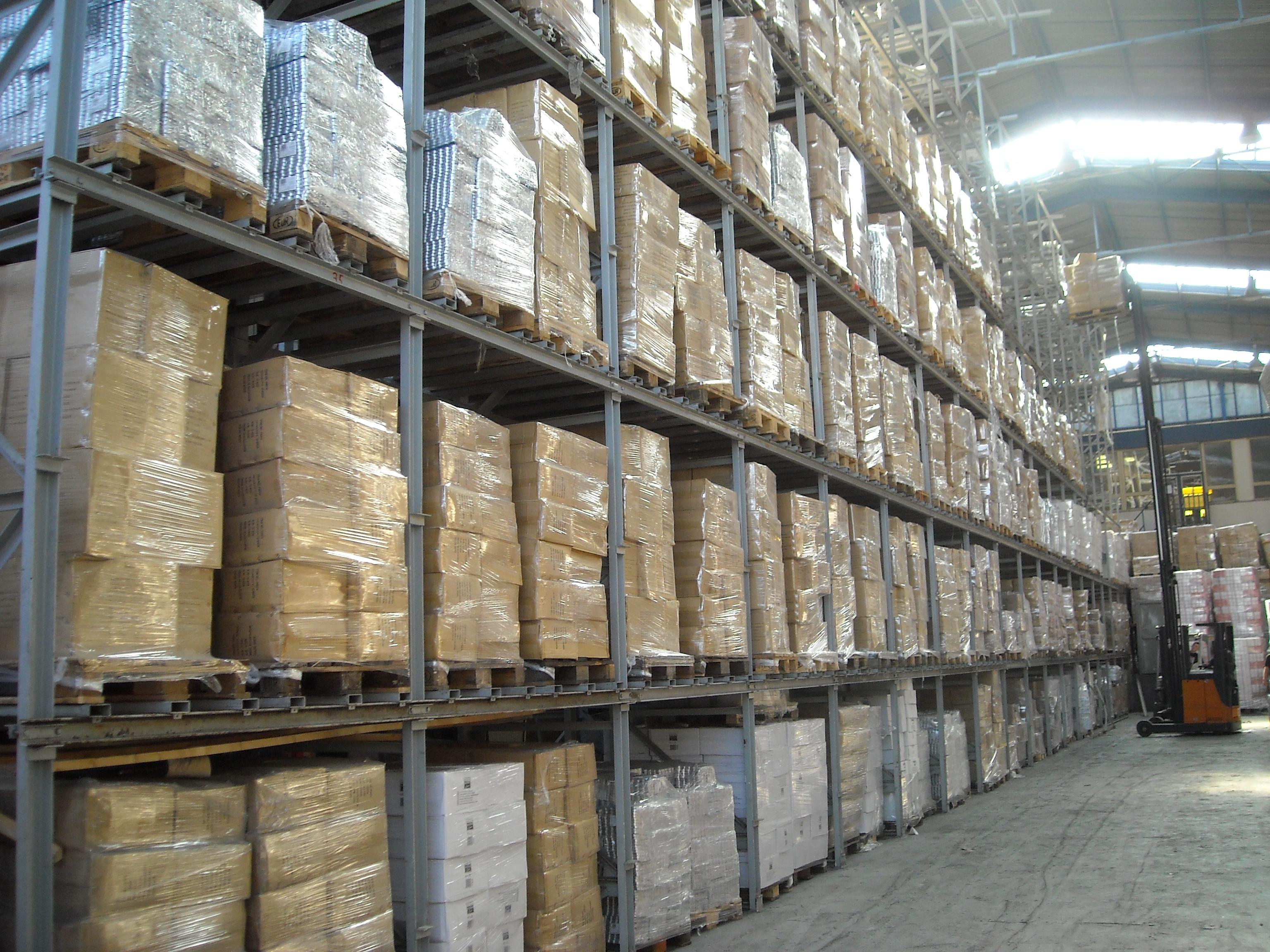 Pronájem skladů v Olomouci, ruční vykládka kamionů, kontejnerů, překládka a rozvoz zboží