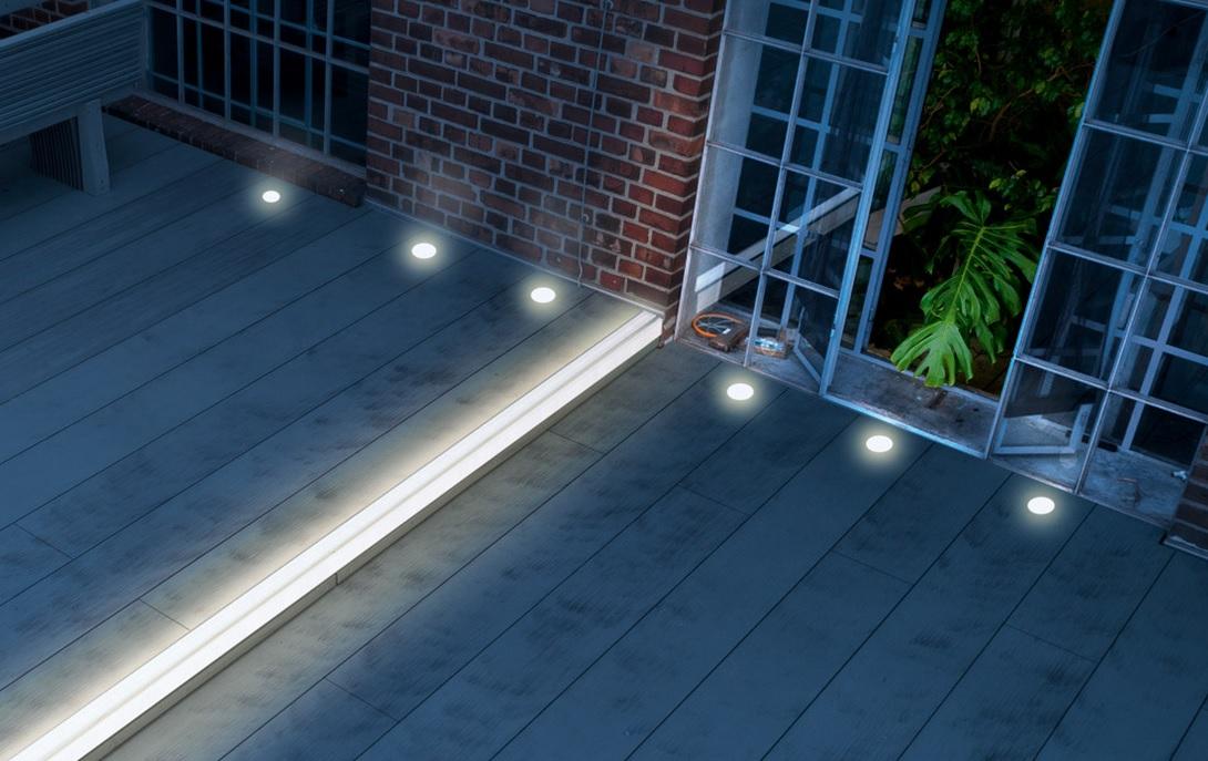 Svítící schody a prkna Megalite na Vaší terase jsou krásná, praktická a vytvoří příjemnou atmosféru