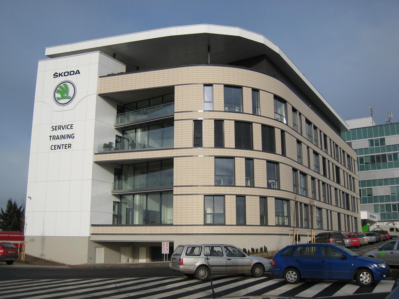 Zavěšené větrané fasády - uchycení kazet typ Vario, Bravo. Snadné, bezpečné a elegantní připevnění kazet