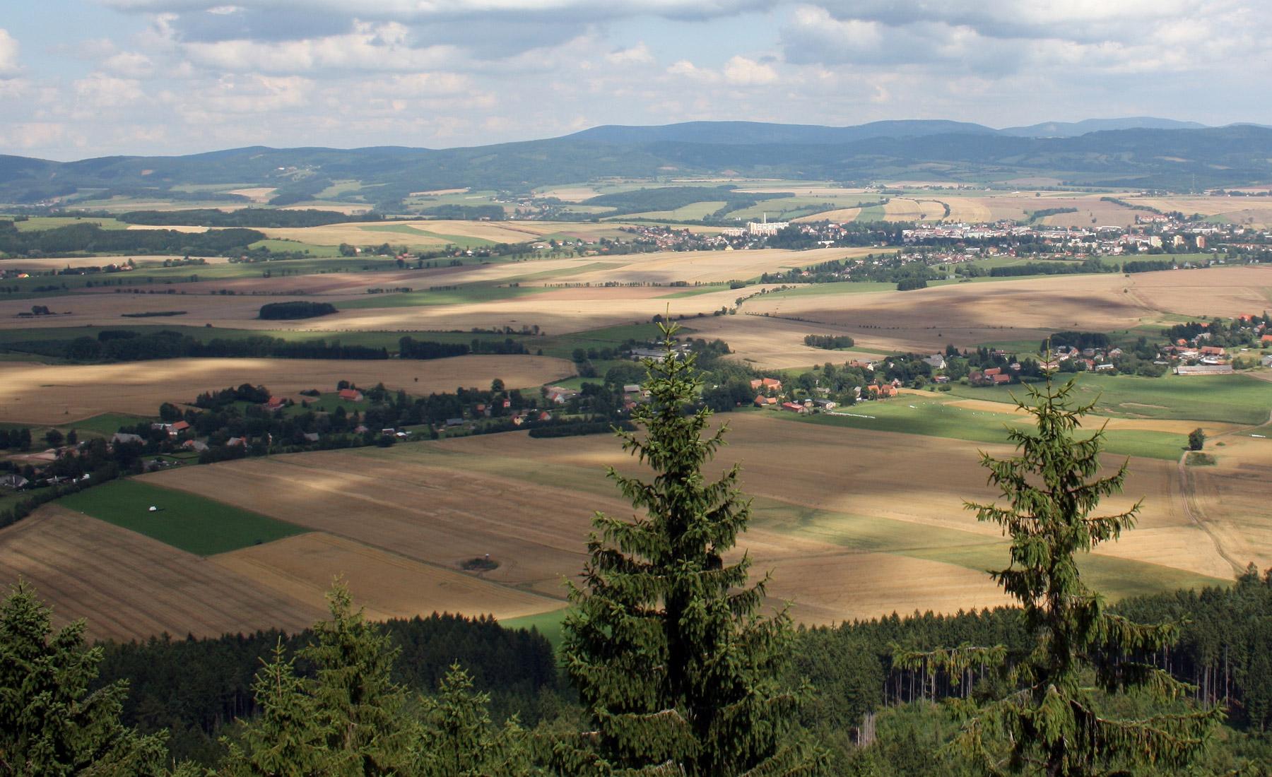 Obec Křinice, malebná vesnice na Broumovsku s památkovou rezervací a naučnou stezkou