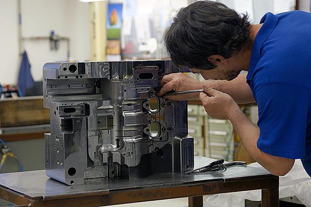 Nástrojárna - výroba, zpracování a oživení tvářecích nástrojů