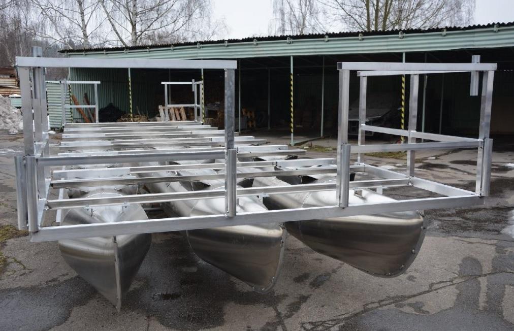 Výroba pontony pro rybáře, hausbóty - houseboaty, přívozy a pracovní lodě