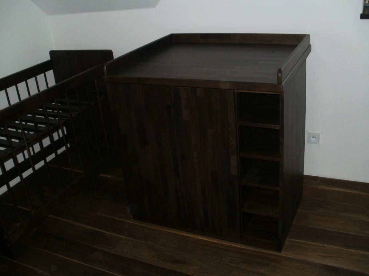 Stoly a postele na zakázku z masivu - výroba Praha