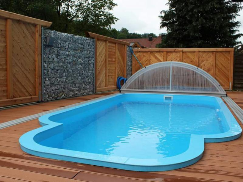Bazén s oblou hranou