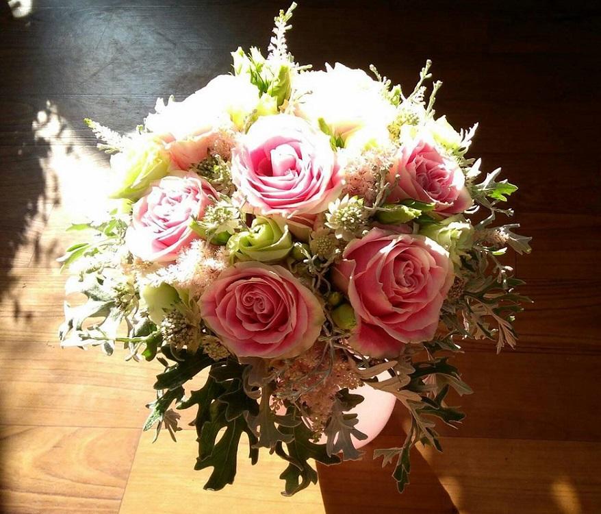 Svatební vazby, květinové dekorace, kytice pro něvěstu
