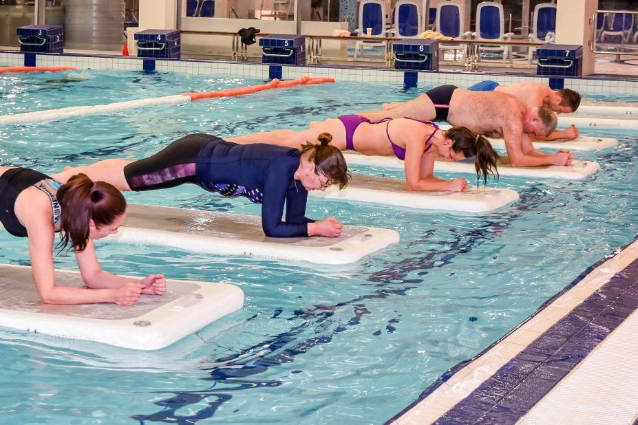 cvičení na plovoucích podložkách vhodné pro všechny