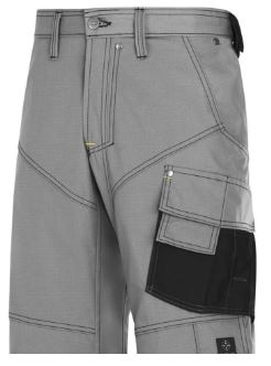Pracovní oděvy - pracovní kraťasy z pevného materiálu a mnoha kapsami