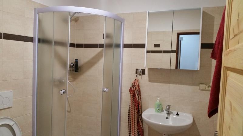 Plně vybavené pokoje, sprcha a WC