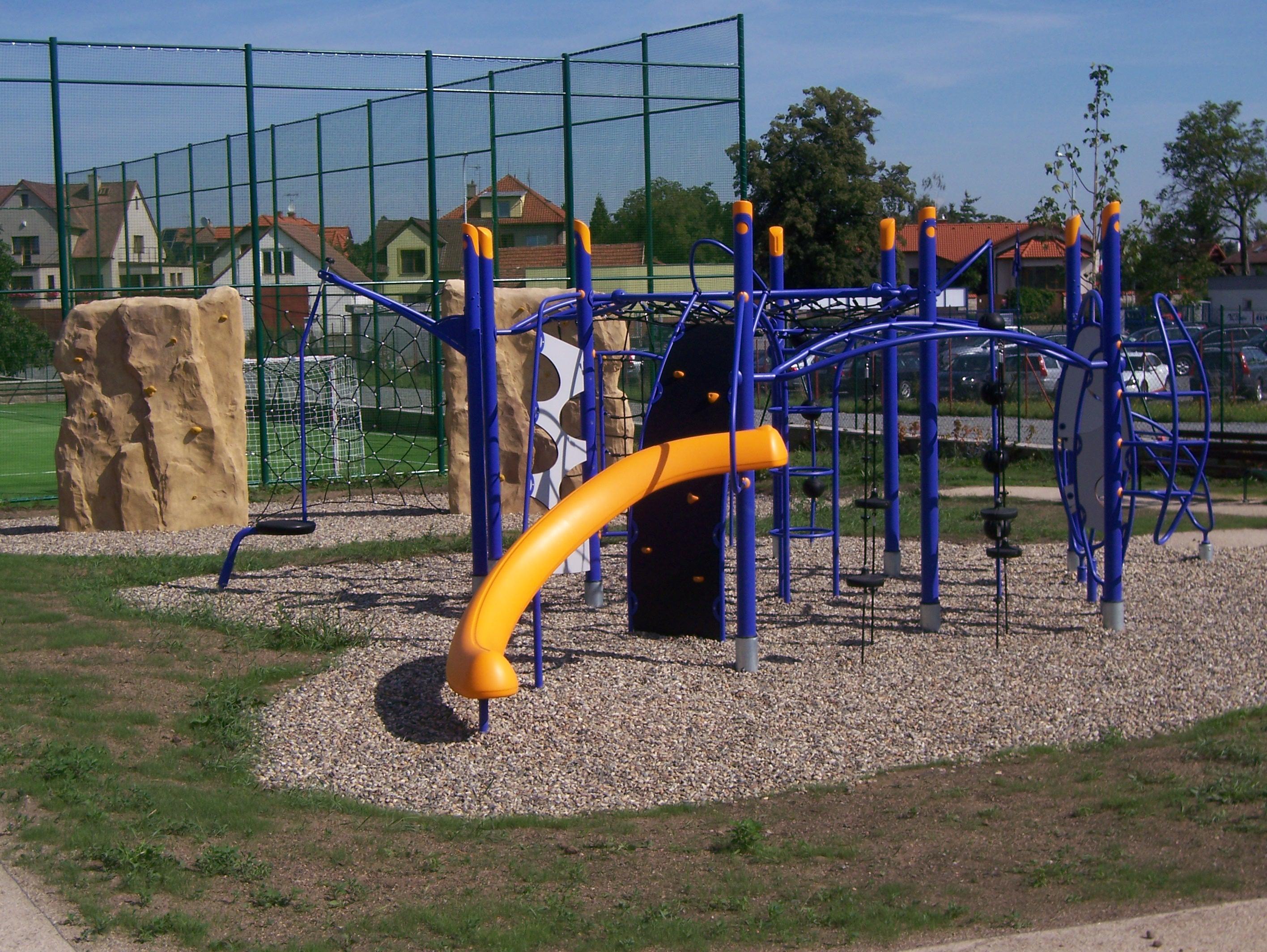 Výstavba dětských hřišť, stavba sportovních areálů, parků.