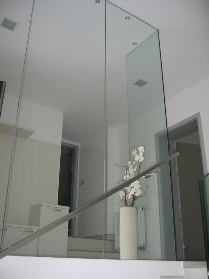 Celoskleněné stěny z bezpečnostního skla pro světlé prostory k bydlení i práci