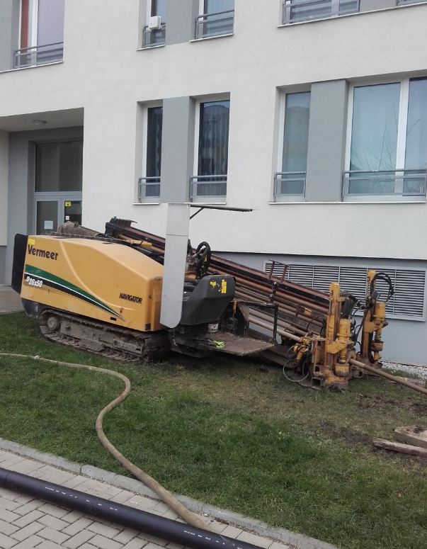 Řízené a vrtané protlaky Praha – pro inženýrské sítě a přípojky kanalizace, plynu, vody