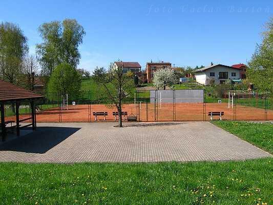 Obec Lejšovka, pořádání volejbalových i fotbalových turnajů i tradičních rybářských závodů