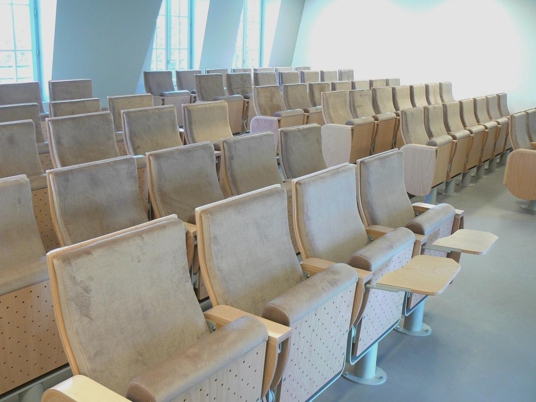 Sedadla, křesla do posluchárny, auly, učebny - konstrukce, výroba, montáž, servis vybavení pro školy