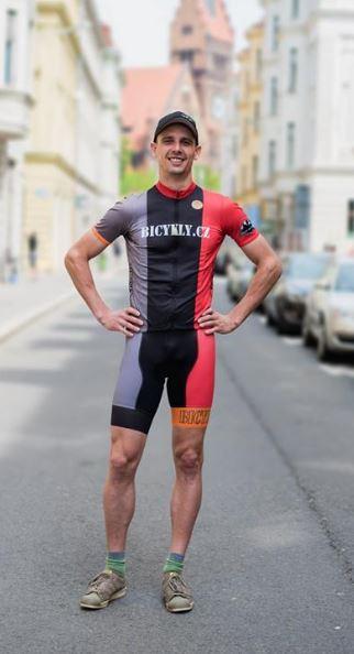 Velký výběr cyklo oblečení – bundy, dresy, kalhoty, rukavice, trika od Maloja a Castelli