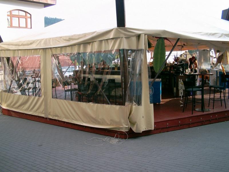 Opláštění restaurační zahrádky a terasy