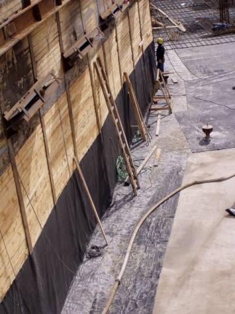 Dvojité bentonitové rohože pro ochranu stavebního díla proti prosakující vodě