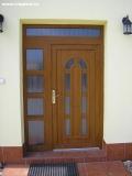 Kvalitní plastové vchodové dveře pro rodinné domy s dekorativními prvky