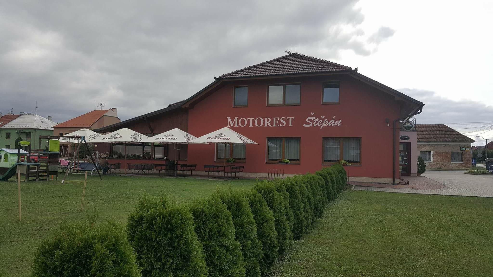 Ubytování se snídaní u hranic SR, ČR - motorest s parkovištěm