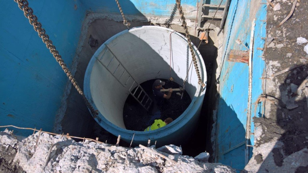 Prodej betonového potrubí, revizních šachet, litinových poklopů a dalších materiálů