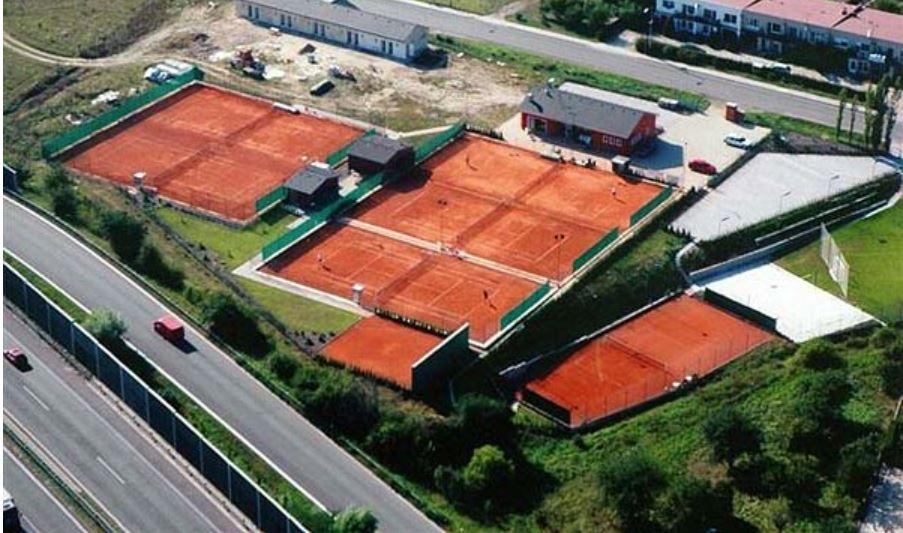 Budování tenisových kurtů s kvalitním povrchem
