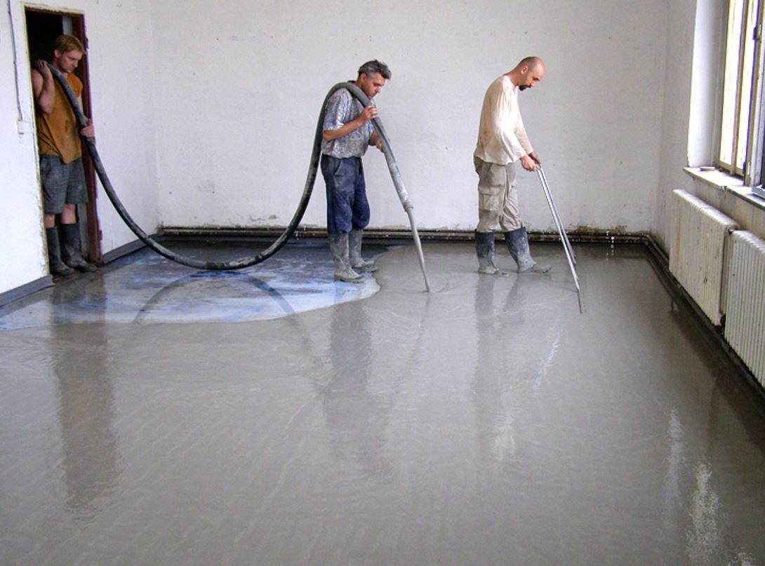 Litý cementový potěr Cemflow pro vyrovnání podlahy – žádné dodatečné stěrkování