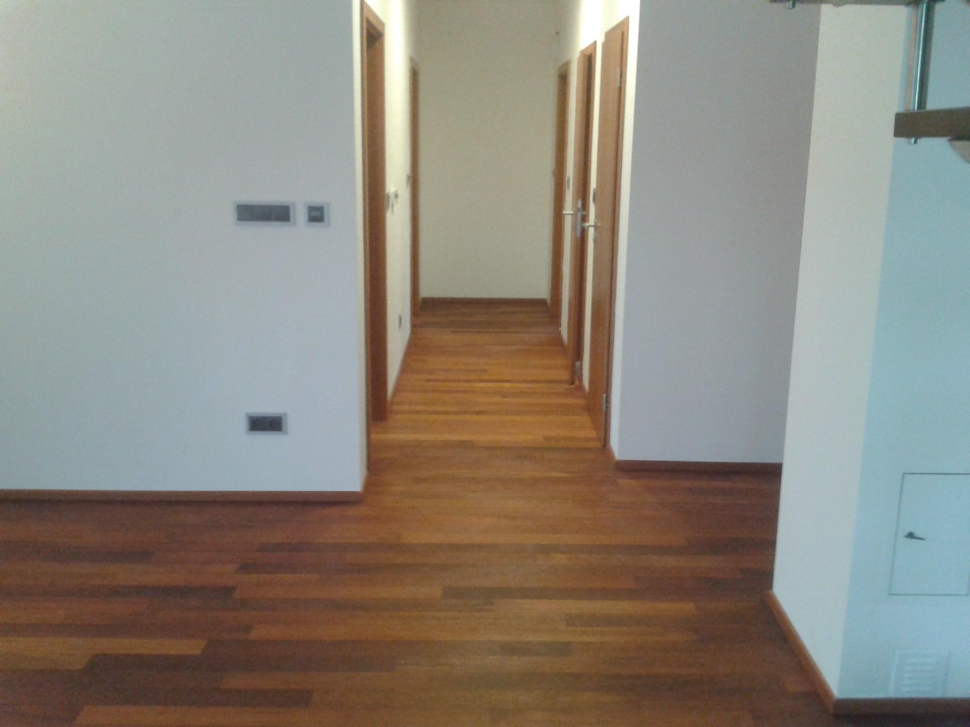 PVC a vinylové podlahy, odolné a snadno udržovatelné - prodej i odborná pokládka