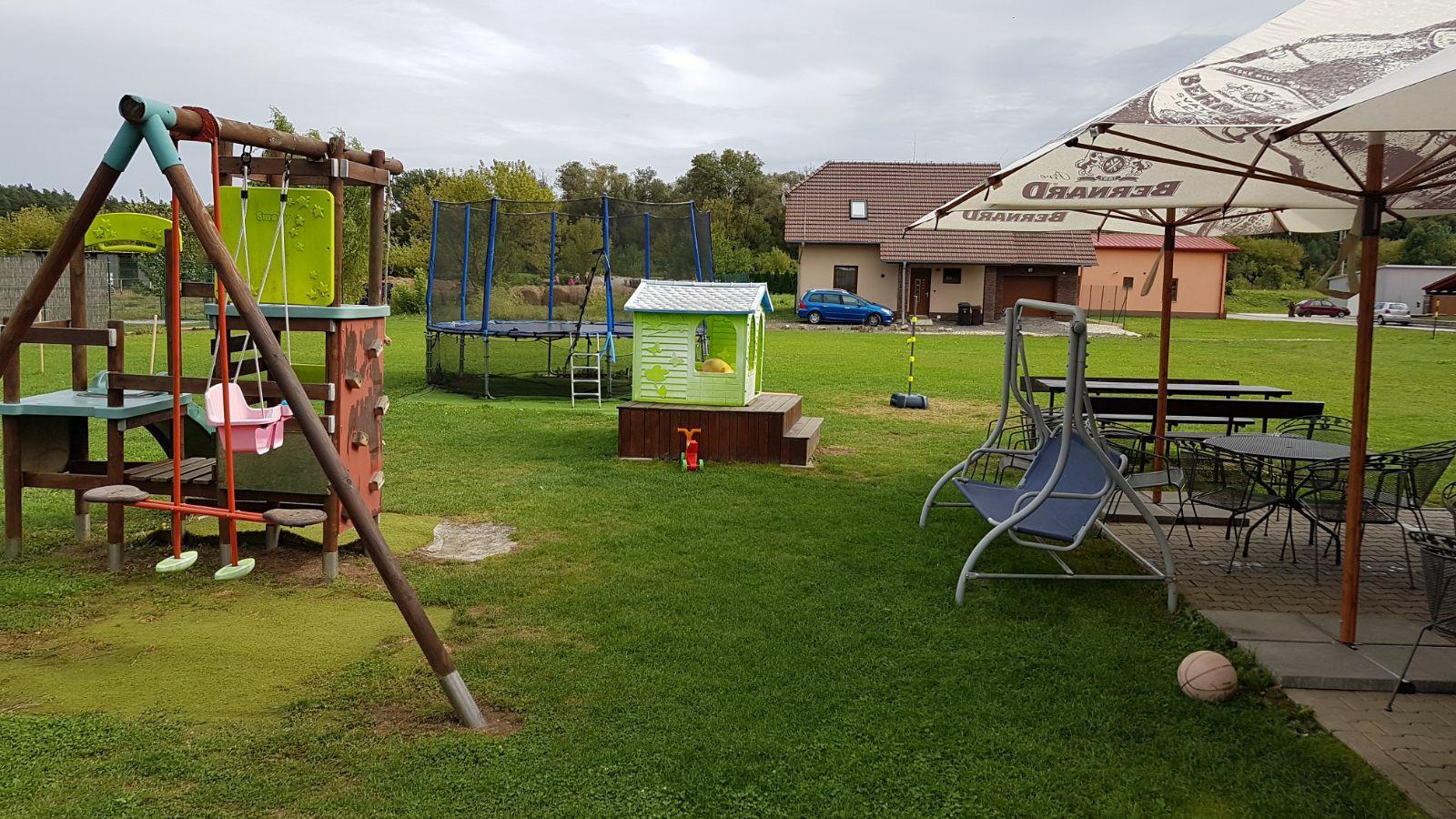 Motorest Štěpán má hřiště pro děti