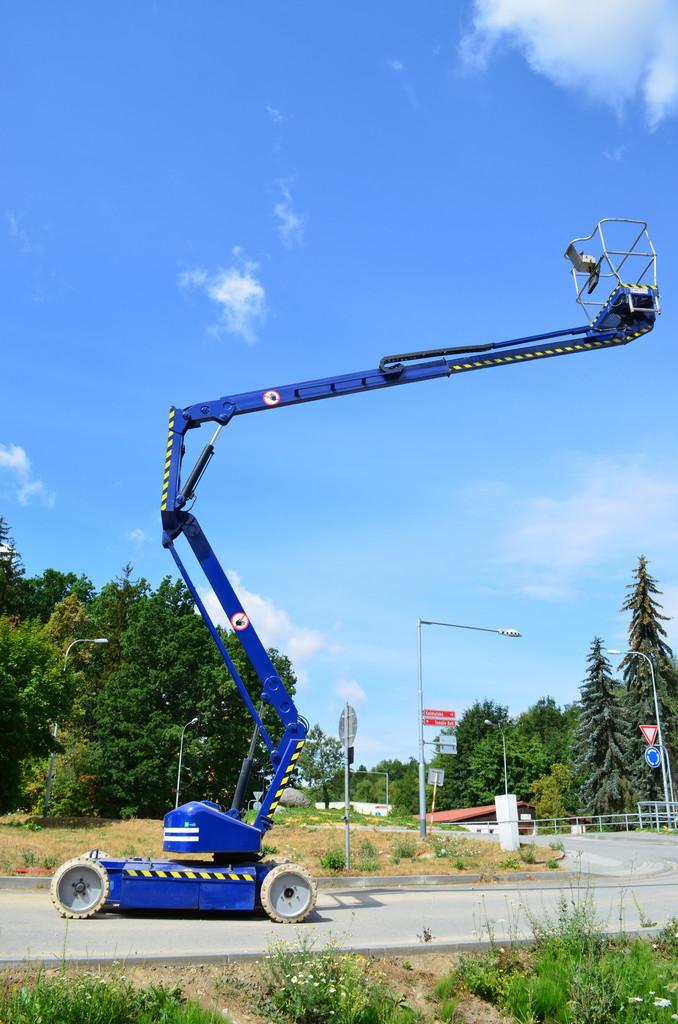 Montážní plošiny pro práce ve výškách s dosahem od 10 to 27 metrů