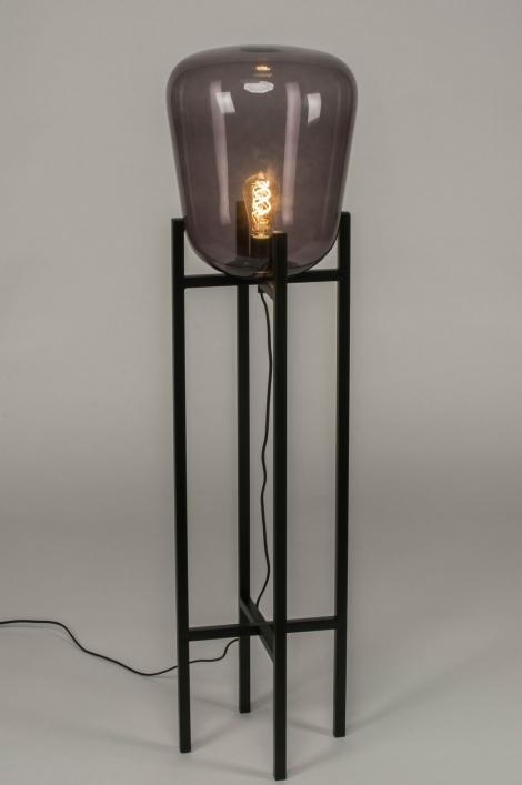 Stojací designová lampa
