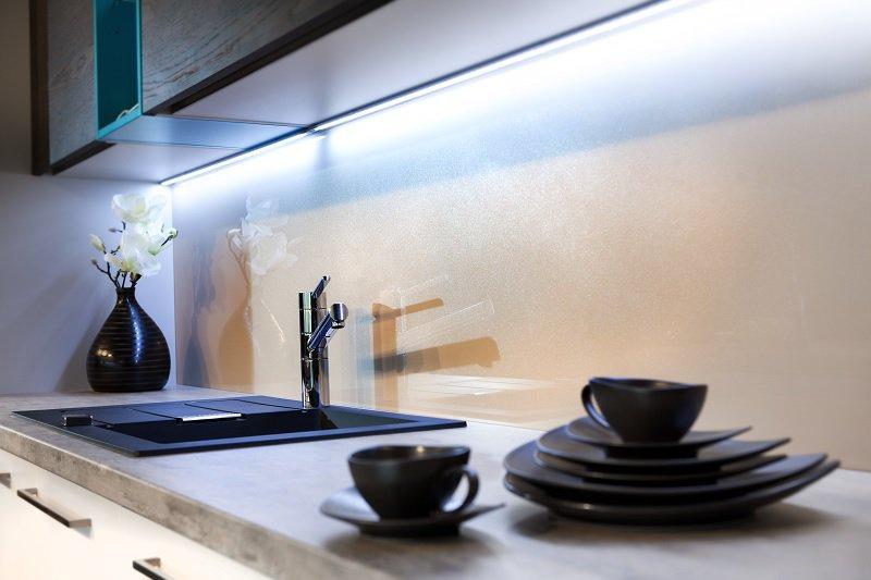 Barevné sklo Glitters Liberec – skleněné panely se třpytkami