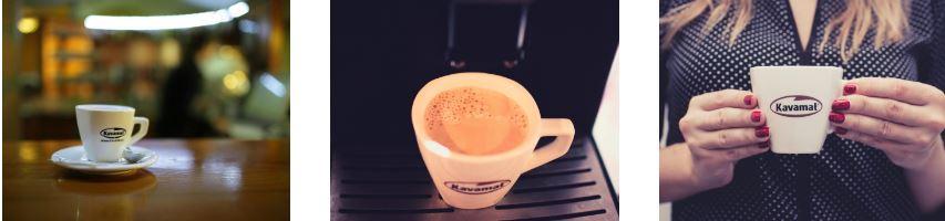 Posezení s přáteli nad šálkem čerstvé kávy
