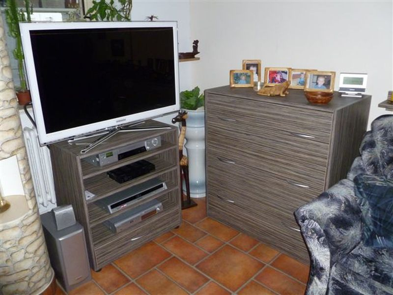 Výroba a montáž obývacích stěn i kusového nábytku na míru