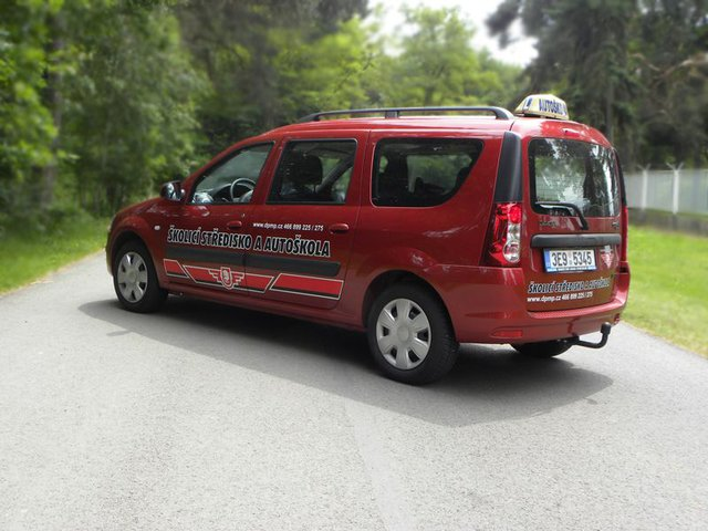 Autoškola s řidičským oprávněním pro všechny skupiny, výcvik invalidních žadatelů, školení řidičů