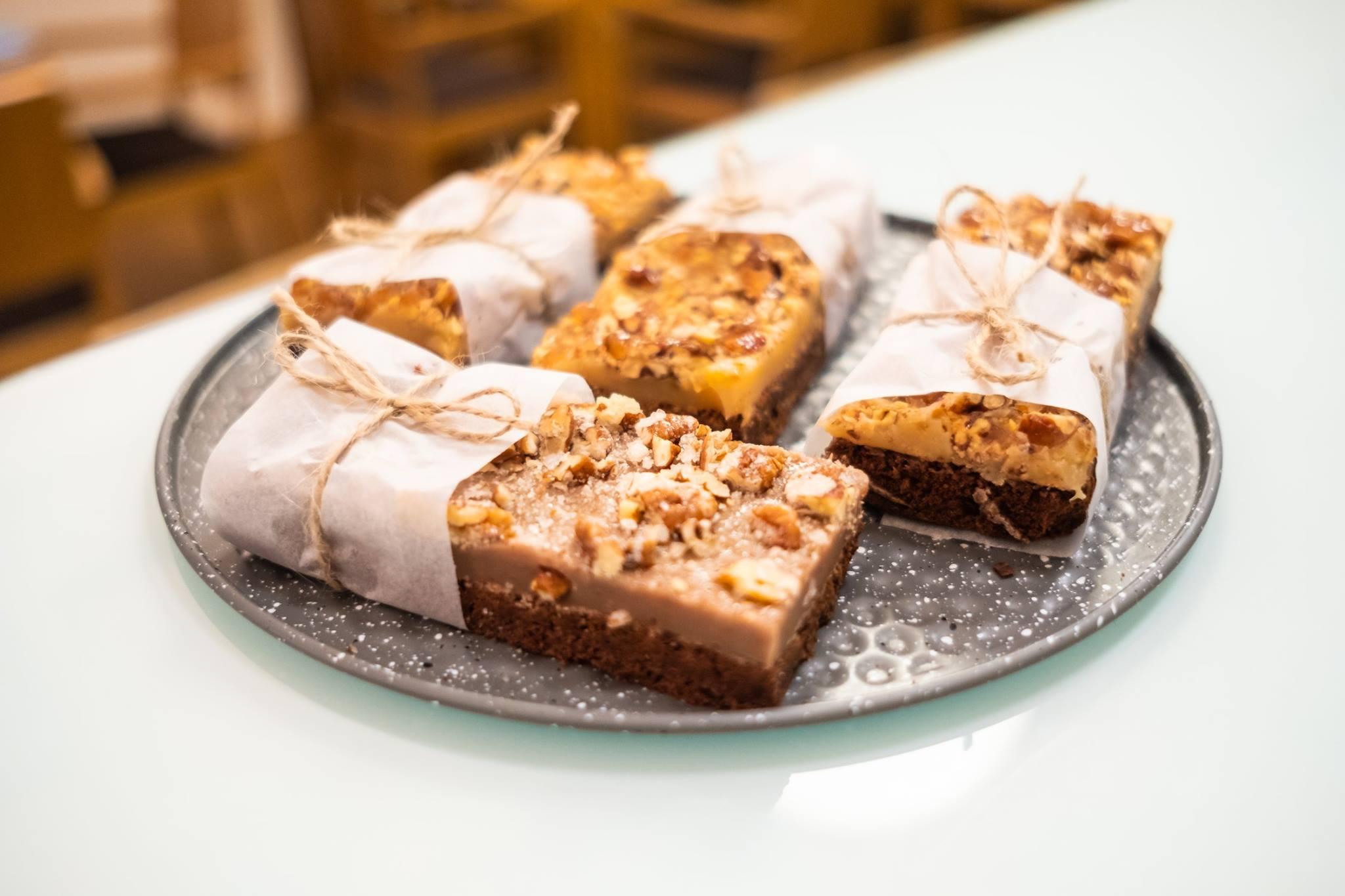 domácí dezerty v kavárně JAMAI CAFE