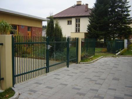 Realizace oplocení, montáž plotů drátěných, dřevěných, průmyslových, moderní brány a branky
