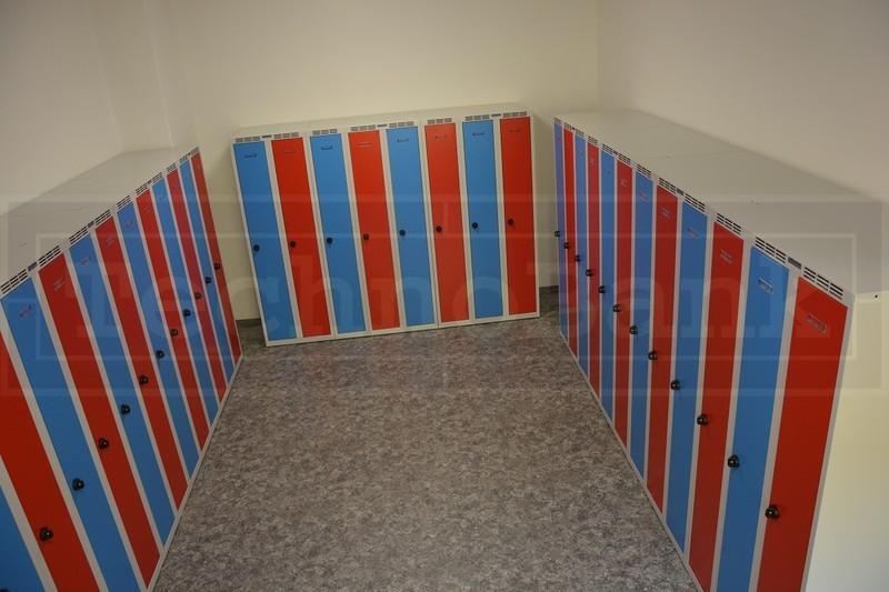 Šatní skříně vyrobené z kovu