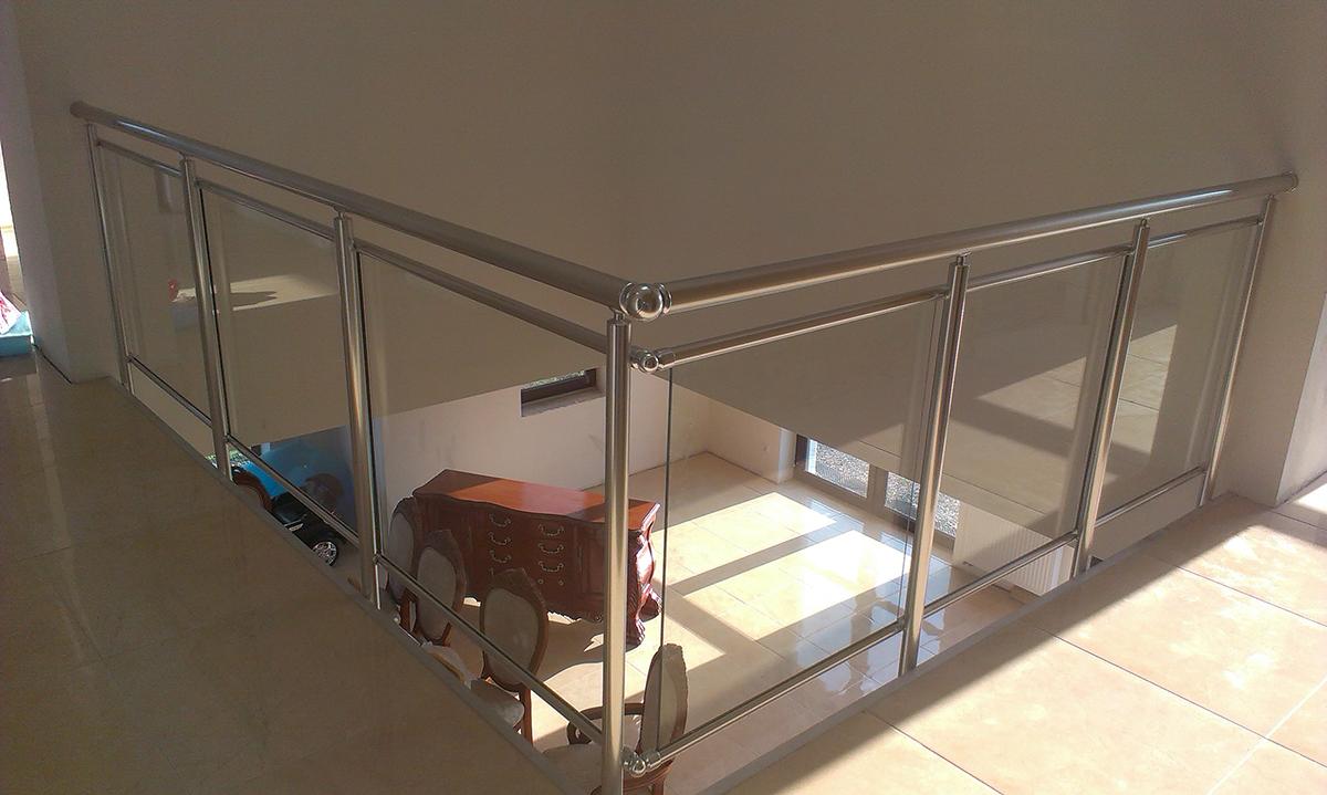 Nerezové zábradlí vhodné pro lodžie, balkony, schodiště i terasy.